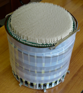 Вид разработанного и собранного макета ФАР из 2045 элементов для антенной системы макета радиолокатора МФРЛС