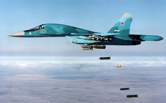 Выполнение бомбометания с Су-34 (Т-10В-7) начало 2000-х годов(с сайта Минобороны РФ)