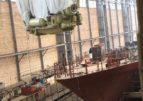 Судостроители Северной верфи погрузилиглавные двигатели на корвет «Ретивый»