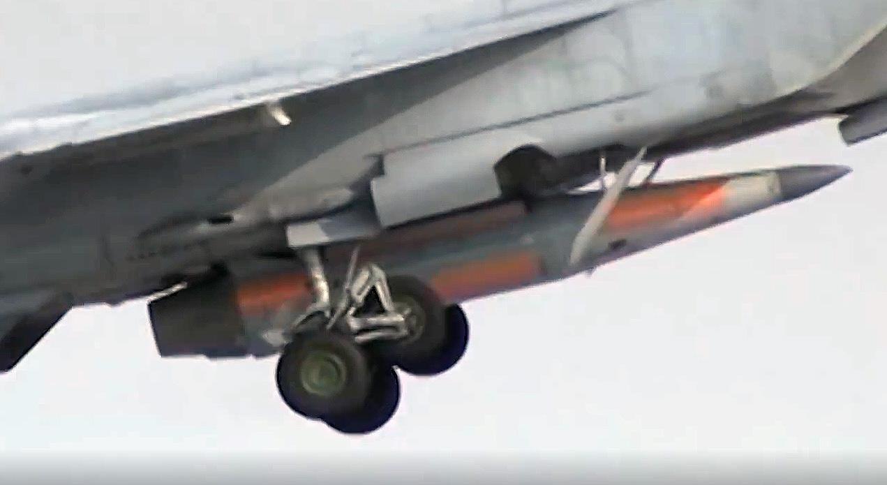 Ракета 9-А-7660 под самолетом-носителем МиГ-31 (http://mil.ru)