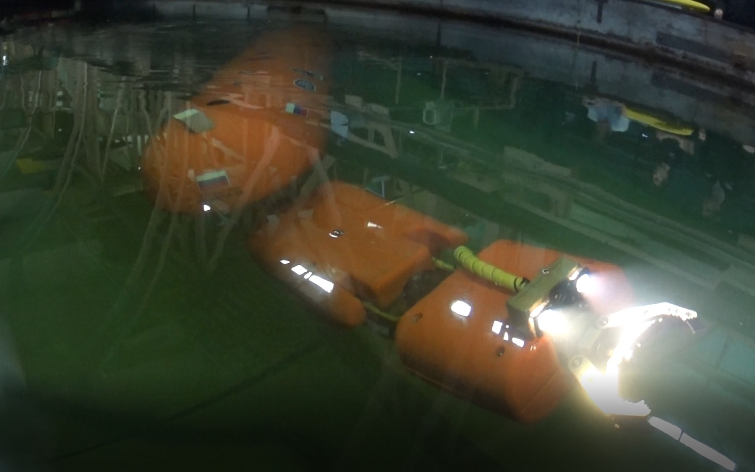 Океанос_ испытания АНПА в бассейне СПбГМТУ