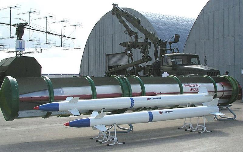 Ракеты 9М96Е и 9М96Е2 на одном из салонов МАКС