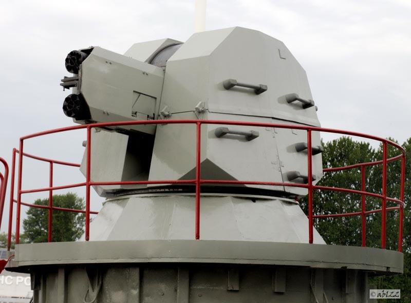 "Установка АК-630М-2 ""Дуэт"" на морском салоне МВМС-2009  в Санкт-Петербурге (фото - ABL22, http://militaryrussia.ru)"
