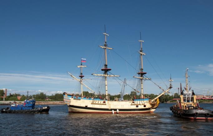 Линейный крейсер Полтава швартуется в Санкт-Петербурге