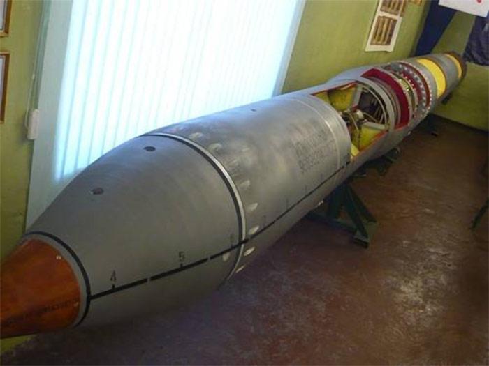 """Ракета 88Р комплекса РПК-7 """"Ветер"""" в Мурманском музее торпедного оружия (http://warcyb.org.ru)"""