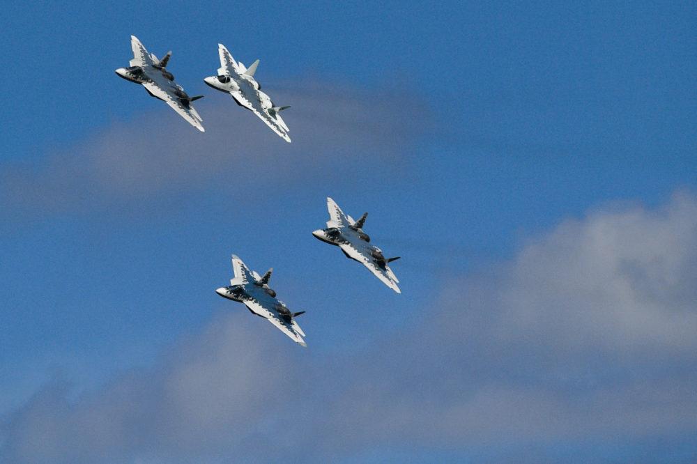 МАКС-2019_ Группа истребителей Су-57 в небе