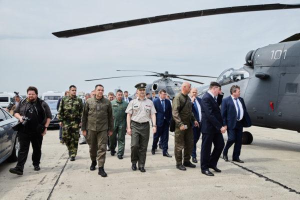 Министр обороны Сербии Александр Вулин_ Визит на завод Роствертол