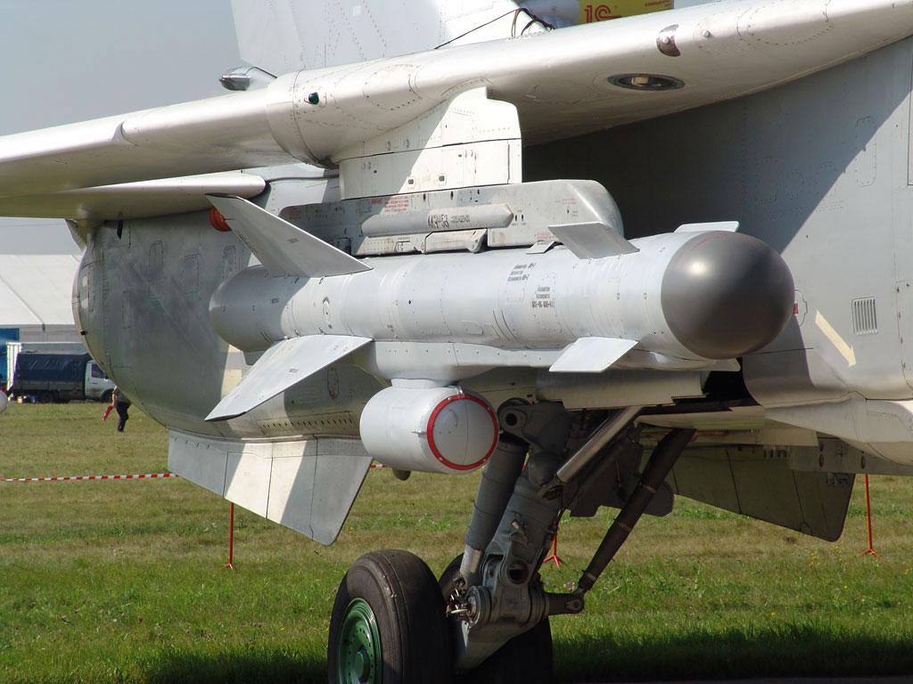 Ракета Х-59МК под крылом Су-24М на одном из авиасалонов МАКС (http://www.missiles.ru/)