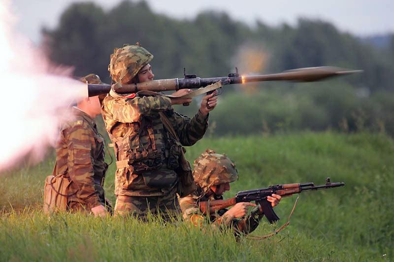 Выстрел из гранатомета РПГ-7В гранатой ПГ-7ВЛ (http://mil.ru)