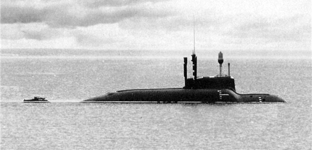 """Подводная лодка МС-520 проекта 865 """"Пиранья"""" на испытаниях (Адмиралтейские верфи подводному флоту России. С.-Пб., """"Гангут"""", 2003 г.)"""