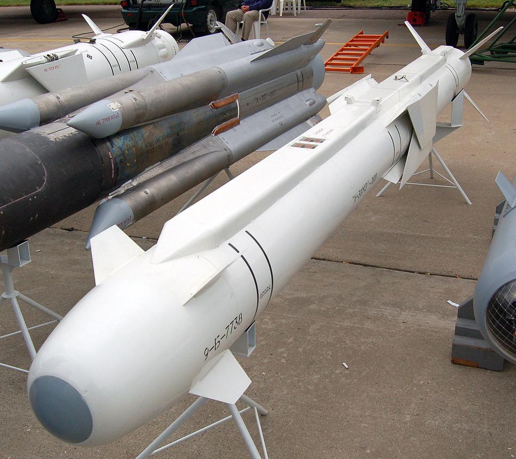 Ракета Х-38 со сложенными крыльями на авиасалоне МАКС-2009 (фото - Allocer, https://ru.wikipedia.org/)