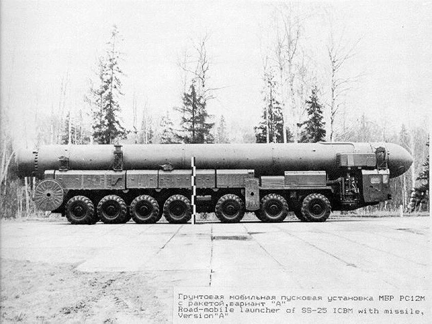 """Пусковая установка 15У168 на шасси МАЗ-7917 с ракетой комплекса """"Тополь"""" (официальное фото из документов по договорам ОСВ)"""