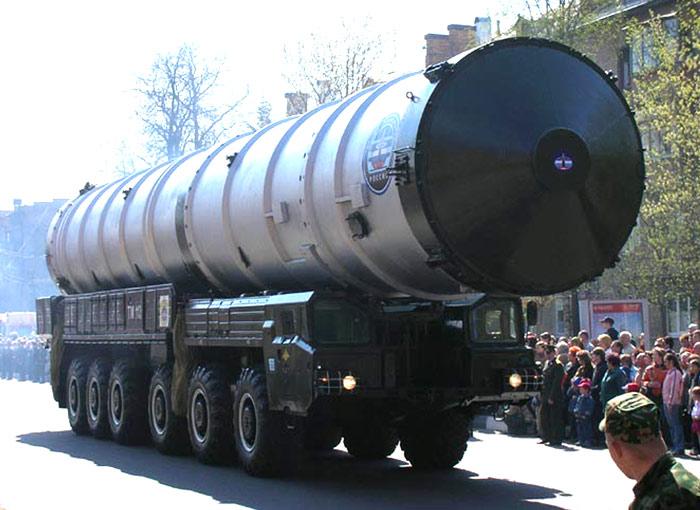 Транспортная машина ТМ-112 с контейнером 81Р6 ракеты 51Т6, 08.05.2006 г., г.Пушкино Московской области (http://pushkino.org)