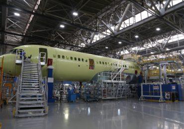 Завершена сборка фюзеляжа самолета МС-21-300, который пройдет испытания с российским двигателем ПД-14