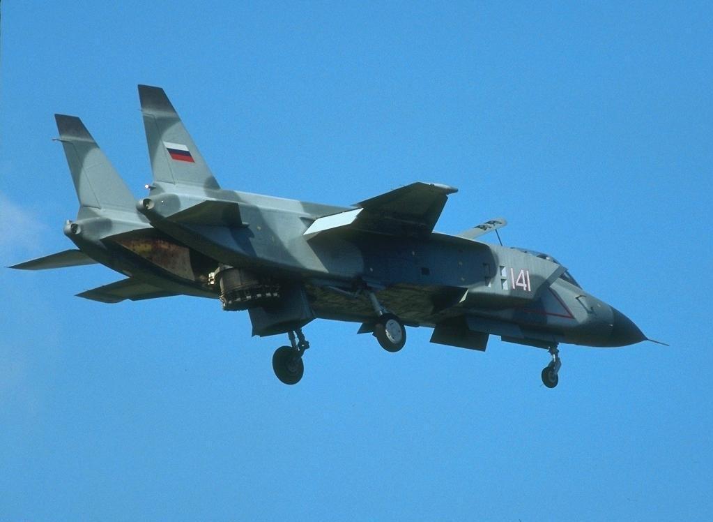 Вертикальный взлет истребителя Як-141 (http://airwar.ru/)