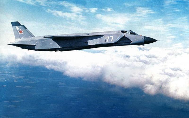 Один из прототипов Як-141 в полете (http://airwar.ru/)
