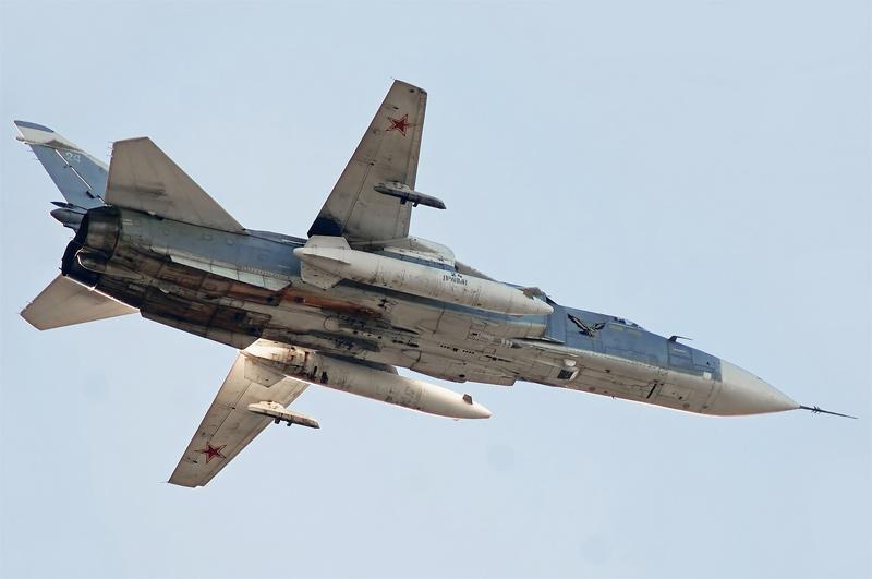 Фронтовой бомбардировщик Су-24М (фото - Владимир Полуянов, http://russianplanes.net/)