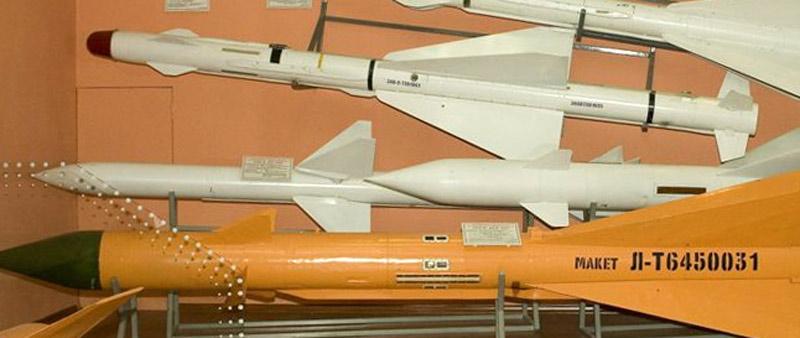 Ракета К-25 по центру на втором плане в музее ГосНИИАС, 2007 г. (фото - Евгений Ерохин, http://www.missiles.ru)