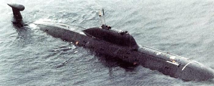 """Атомная подводная лодка проекта 971 - вероятно, К-284 """"Акула"""" (Soviet Military Power 1987. США. 1987 г.)"""
