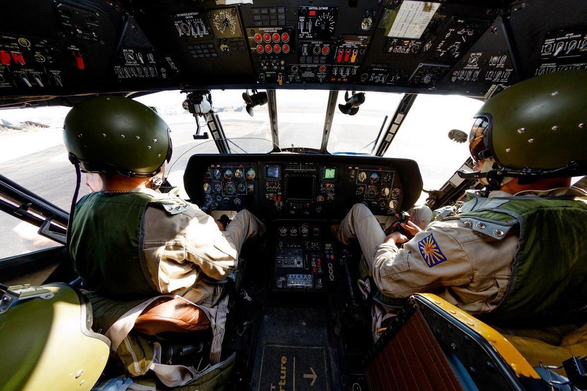 Кабина вертолета Ми-8АМТШ ВКС России (https://pikabu.ru/)