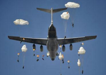 Минобороны РФ показало видео массового десантирования из Ил-76