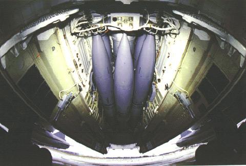 Ракеты Х-15 на барабанной подвеске МКУ-6-1 в фюзеляже Ту-22М3 и 2 ракеты Х-22 на наружной подвеске (Ракеты типа Х-15. // Авиация и космонавтика. №9 / 2005 г.)